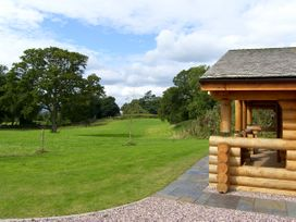 Cedar Log Cabin, Brynallt Country Park - Shropshire - 3623 - thumbnail photo 13