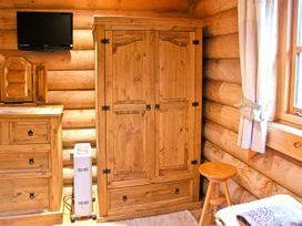 Cedar Log Cabin, Brynallt Country Park - Shropshire - 3623 - thumbnail photo 8