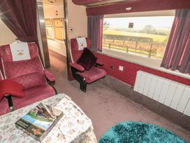 Converted Railway Carriage - North Yorkshire (incl. Whitby) - 3877 - thumbnail photo 2