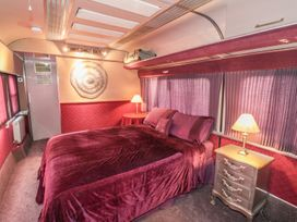 Converted Railway Carriage - North Yorkshire (incl. Whitby) - 3877 - thumbnail photo 5