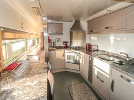 Converted Railway Carriage - North Yorkshire (incl. Whitby) - 3877 - thumbnail photo 4