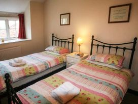 Lilac Cottage - North Yorkshire (incl. Whitby) - 3909 - thumbnail photo 9