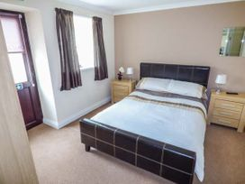 Dylan's Court - South Wales - 4135 - thumbnail photo 4