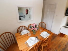 The Duck House - South Wales - 4351 - thumbnail photo 7