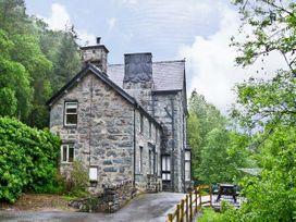 5 bedroom Cottage for rent in Dolgellau