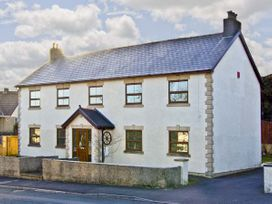 5 bedroom Cottage for rent in Penderyn