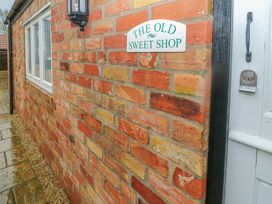 Old Sweet Shop - Lincolnshire - 6060 - thumbnail photo 2