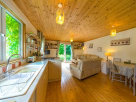 The Log Cabin - Shropshire - 6749 - thumbnail photo 3