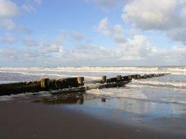 Beach Bungalow - North Wales - 8086 - thumbnail photo 30