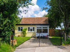 Sunshine Lodge - Somerset & Wiltshire - 903836 - thumbnail photo 1