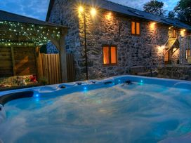 Castell Courtyard - North Wales - 905109 - thumbnail photo 2