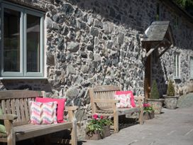 Castell Courtyard - North Wales - 905109 - thumbnail photo 40