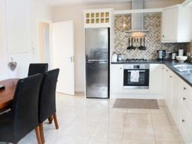Silver Strand Cottage - County Donegal - 906039 - thumbnail photo 4