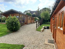 Pennylands Hill View Lodge - Cotswolds - 913474 - thumbnail photo 3