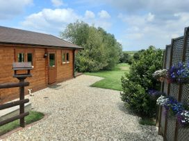Pennylands Hill View Lodge - Cotswolds - 913474 - thumbnail photo 2