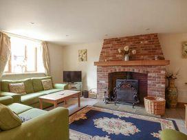 Hadleigh Farm Barn - Norfolk - 914136 - thumbnail photo 2