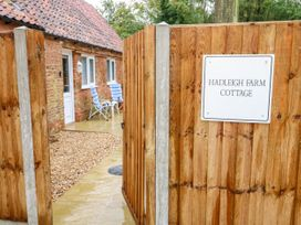 Hadleigh Farm Cottage - Norfolk - 915577 - thumbnail photo 3