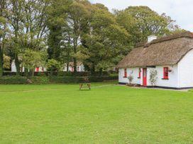 No. 7 Lough Derg Thatched Cottages - South Ireland - 915742 - thumbnail photo 1