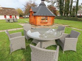 No. 7 Lough Derg Thatched Cottages - South Ireland - 915742 - thumbnail photo 16