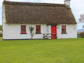 No. 9 Lough Derg Thatched Cottages - South Ireland - 916653 - thumbnail photo 2