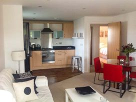 Racecourse Apartment - North Wales - 916838 - thumbnail photo 4