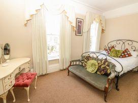 Burford House - Isle of Wight & Hampshire - 917394 - thumbnail photo 25