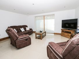Beach House Apartment - Anglesey - 917769 - thumbnail photo 2