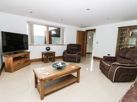 Beach House Apartment - Anglesey - 917769 - thumbnail photo 4