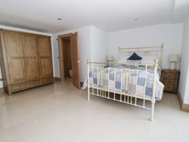 Beach House Apartment - Anglesey - 917769 - thumbnail photo 12