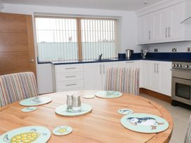 Beach House Apartment - Anglesey - 917769 - thumbnail photo 6