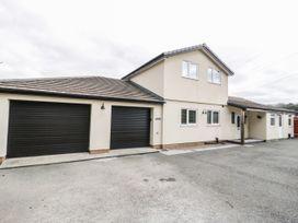 4 bedroom Cottage for rent in Eglwysbach