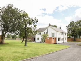 7 bedroom Cottage for rent in Ripley