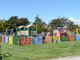 45H Medmerry Park Holiday Park - Kent & Sussex - 920594 - thumbnail photo 17