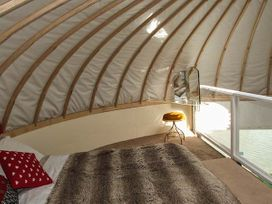 Secret Island Yurt - Cotswolds - 921614 - thumbnail photo 9