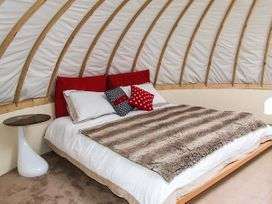 Secret Island Yurt - Cotswolds - 921614 - thumbnail photo 8