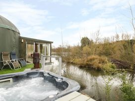 Secret Island Yurt - Cotswolds - 921614 - thumbnail photo 1