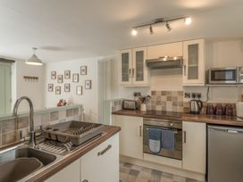 2 Bank Farm Mews - Shropshire - 923859 - thumbnail photo 10