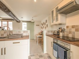 2 Bank Farm Mews - Shropshire - 923859 - thumbnail photo 9