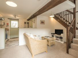 2 Bank Farm Mews - Shropshire - 923859 - thumbnail photo 4