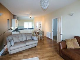 Sea View Apartment - North Wales - 924749 - thumbnail photo 6