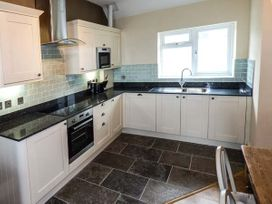 Sea View Apartment - North Wales - 924749 - thumbnail photo 7