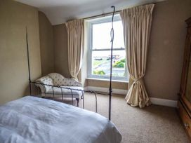 Sea View Apartment - North Wales - 924749 - thumbnail photo 9