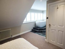 Sea View Apartment - North Wales - 924749 - thumbnail photo 11