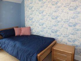 Sea View Apartment - North Wales - 924749 - thumbnail photo 14