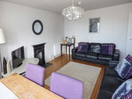 Y Castell Apartment 3 - North Wales - 926396 - thumbnail photo 3