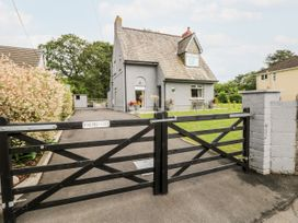 Pondfield Gate - South Wales - 927312 - thumbnail photo 2