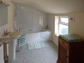 Hyfrydle Apartment - Anglesey - 927582 - thumbnail photo 9