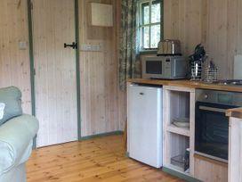 Lakeside Cabin - Devon - 928393 - thumbnail photo 5