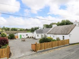 Whispering Willows - The Thatch - County Donegal - 928919 - thumbnail photo 2