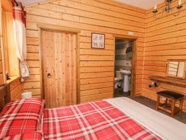 Caban Gwdihw ( Owl Cabin) - Mid Wales - 931452 - thumbnail photo 11